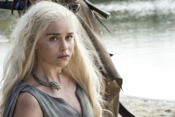game of thrones season 6 photos, daenerys targaryen, emilia clarke