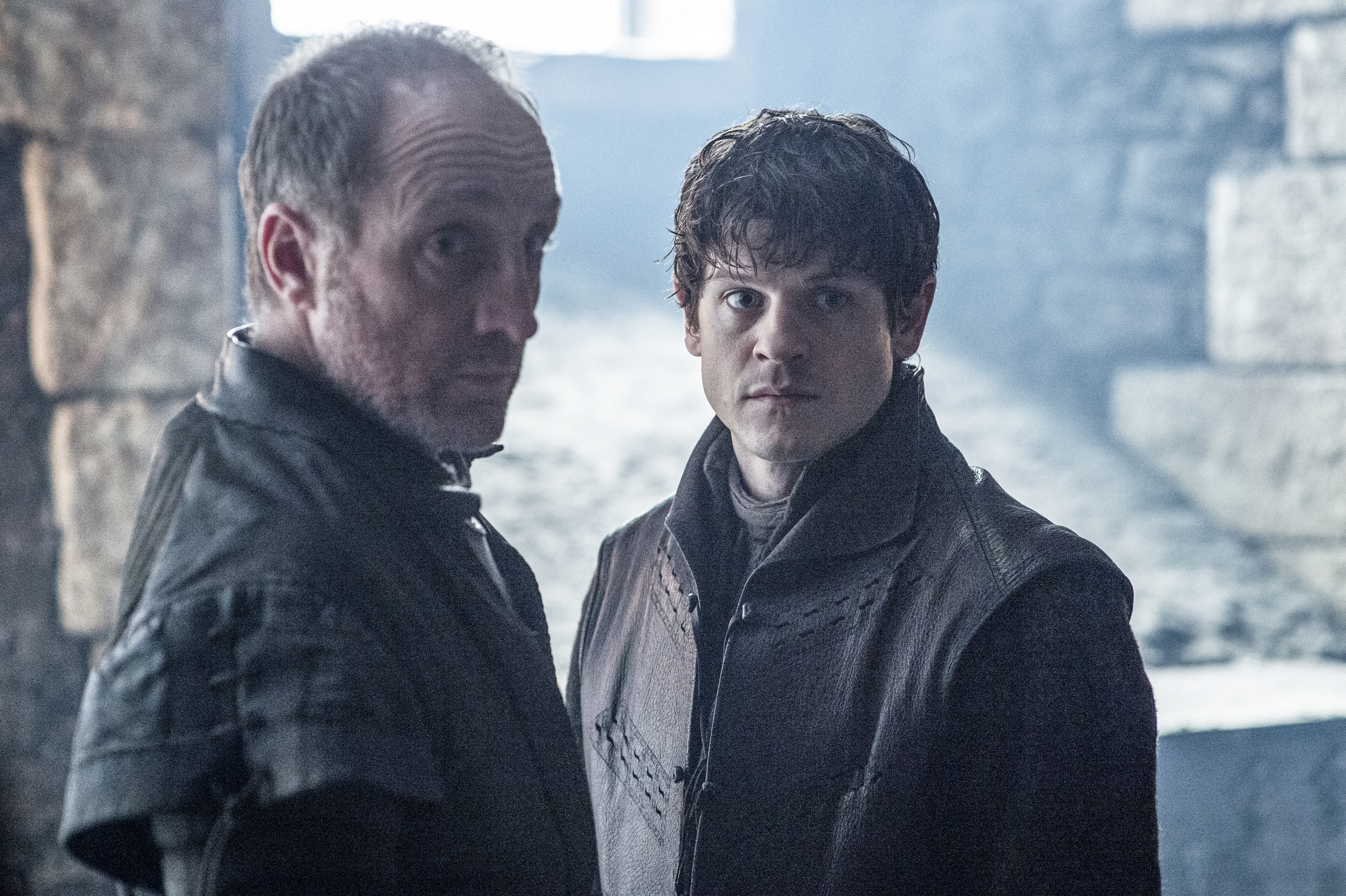 game of thrones season 6 photos, roose bolton, ramsay bolton, snow